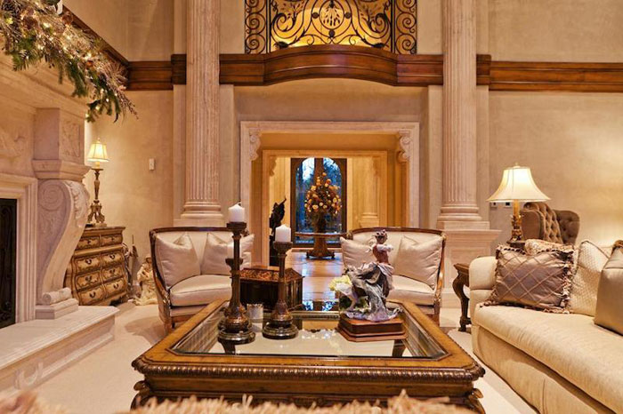 Beautiful Mansion With Traditional Interior Design
