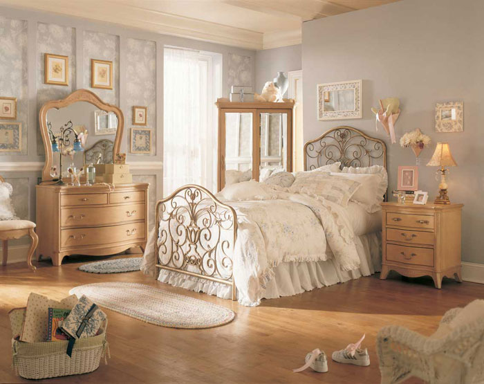 Antique Bedroom Ideas With Vintage Classy Designs