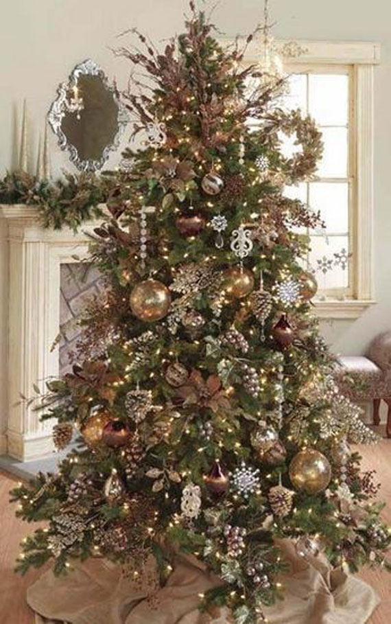 Decorating The Tree And House For Christmas With Beautiful Decorations 2TAk5vPP