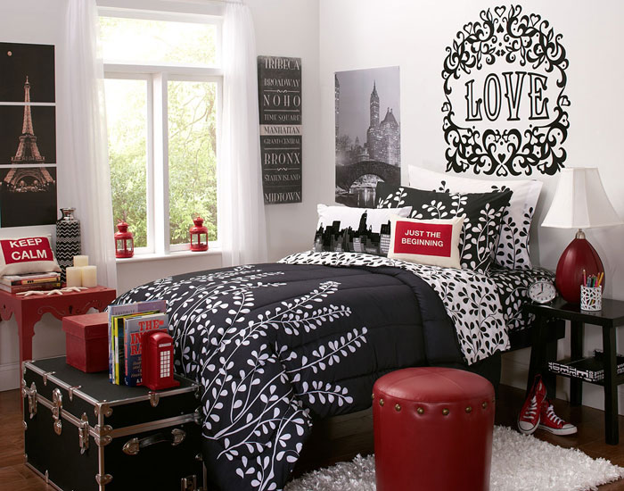 Ideas To Decorate Your Bedroom With Red, White And Black