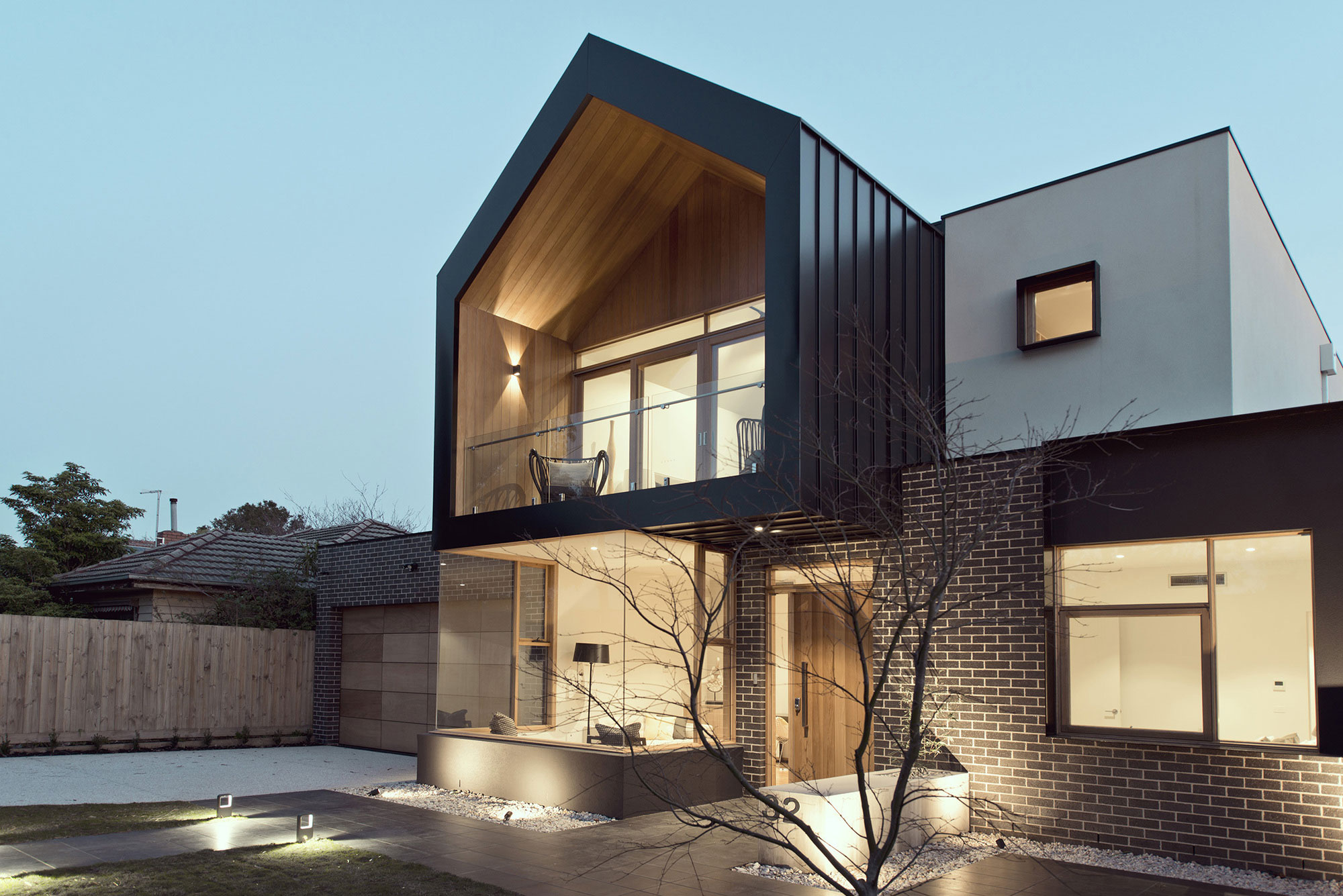House Design By Alta Architecture With A Surprisingly Classic Look ...
