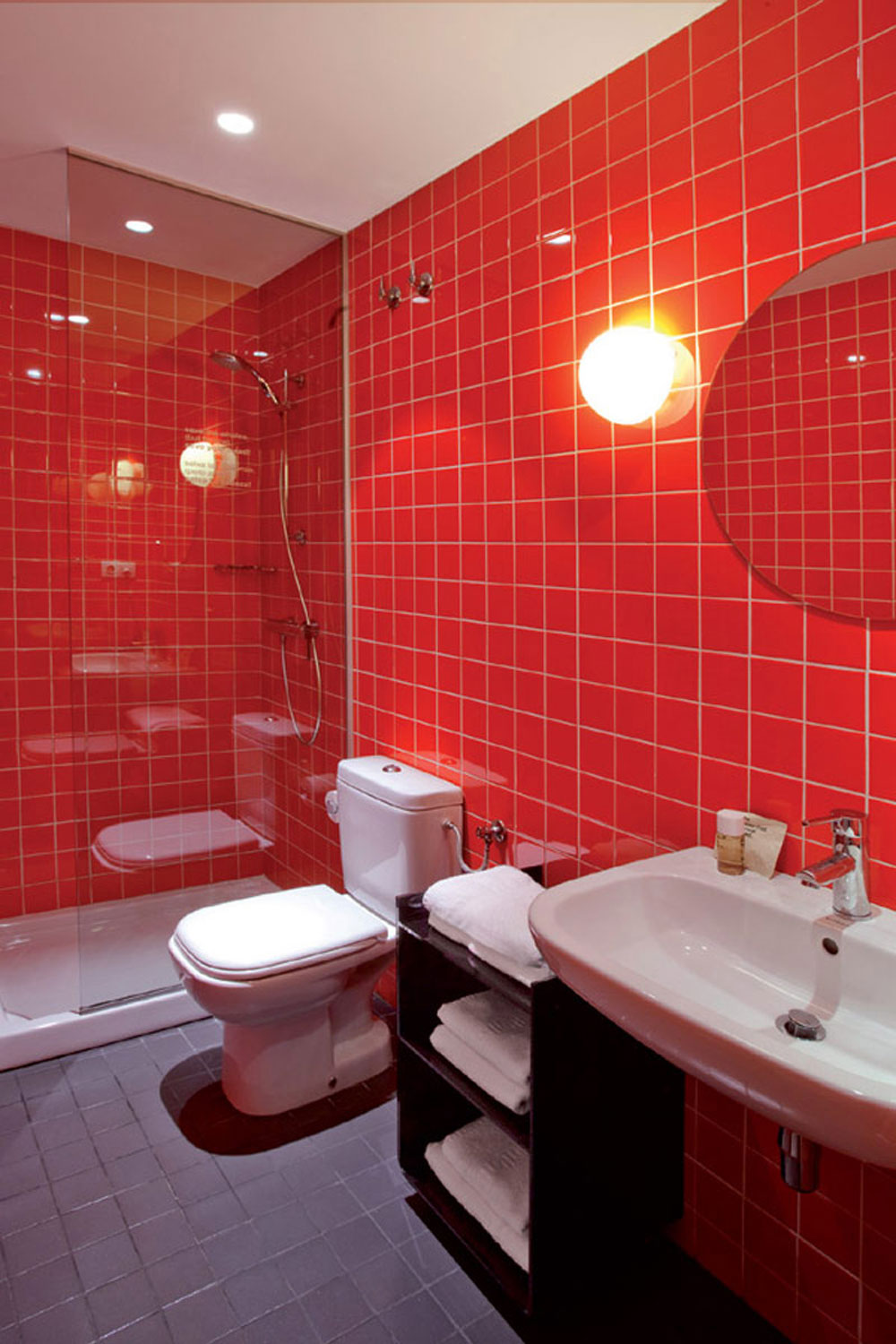 Add Warmth To Your House With Ideas From These Red Bathroom Interiors (10)
