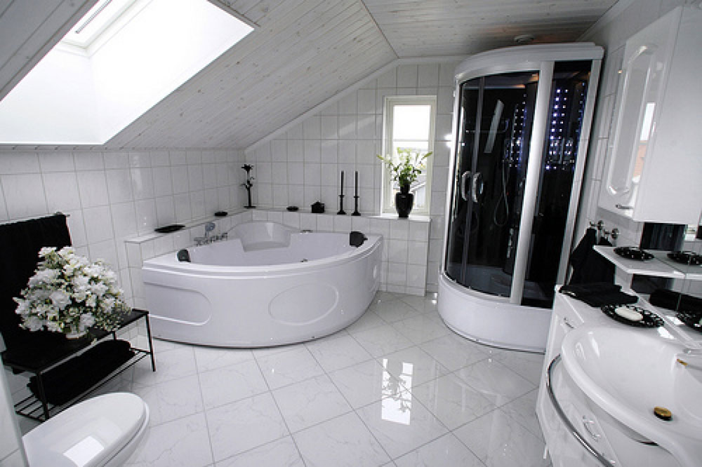 Bathrooms With Skylights That Will Make You Reconsider Bathrooms With Skylights That Will Make