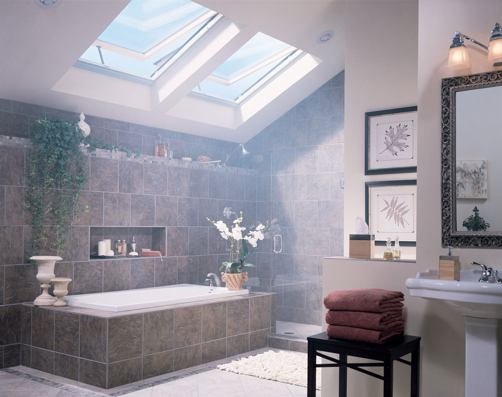 Bathrooms With Skylights That Will Make You Reconsider How You