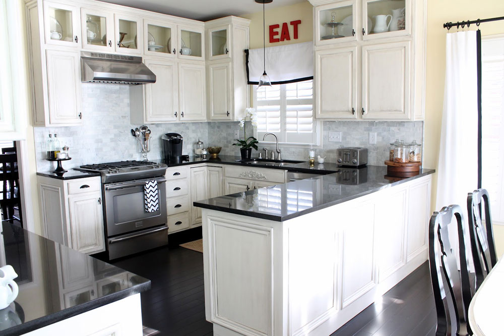 Lovely Kitchen Interiors With White Cabinets (1)