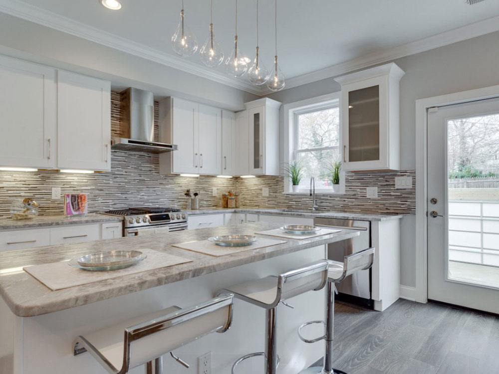 Lovely Kitchen Interiors With White Cabinets (11)