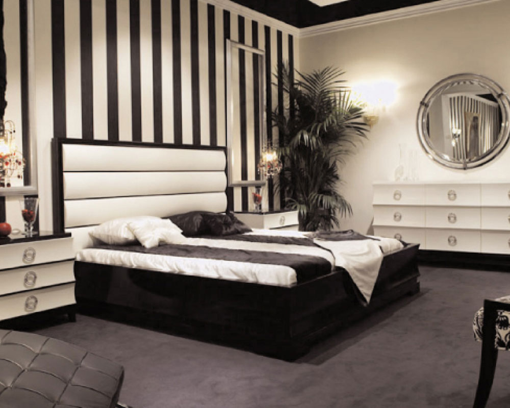 The-Not-At-All-Extravagant-Bedrooms-With-Striped-
