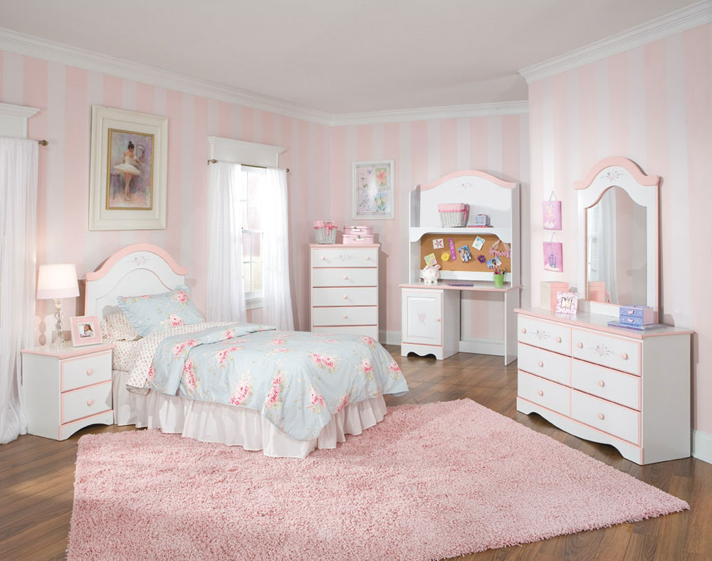 The Not At All Extravagant Bedrooms With Striped