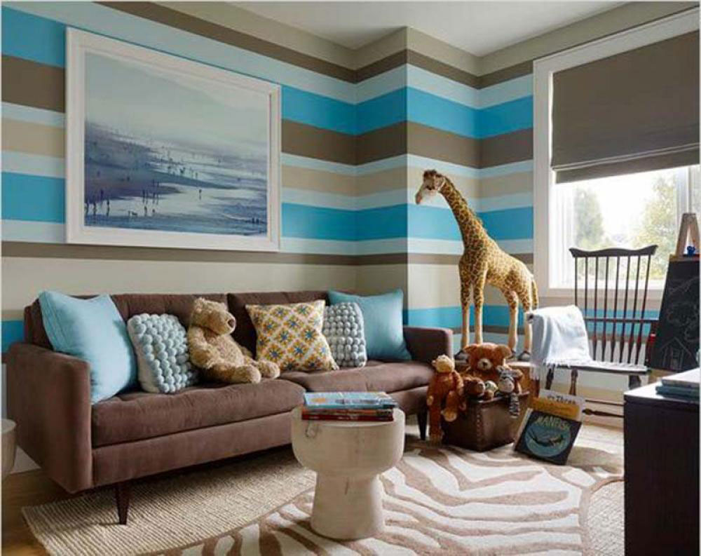 Lovely Living Rooms With Striped Walls 8