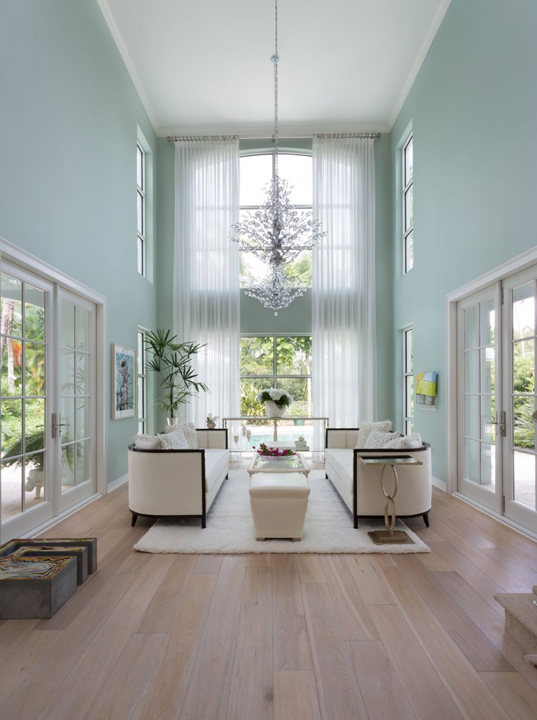 Decorating-A-Room-With-High-Ceiling9-764x1024 High Ceiling Rooms & High Ceiling Rooms And Decorating Ideas For Them