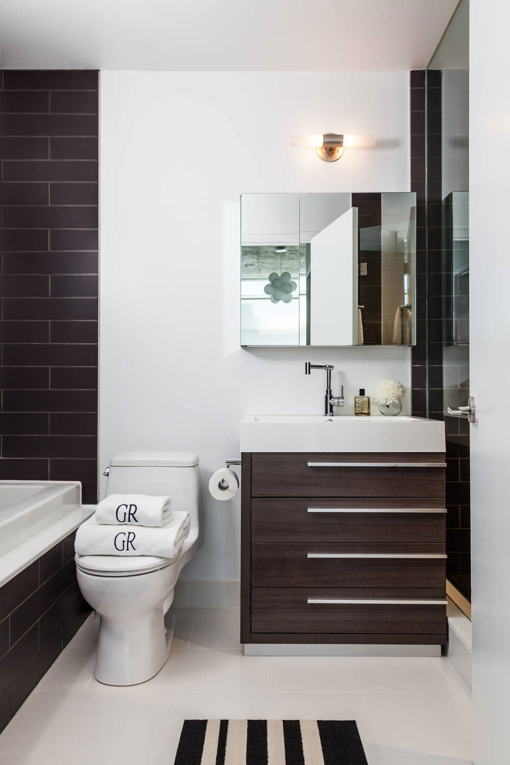 How To Make A Small Bathroom Look Bigger4 How