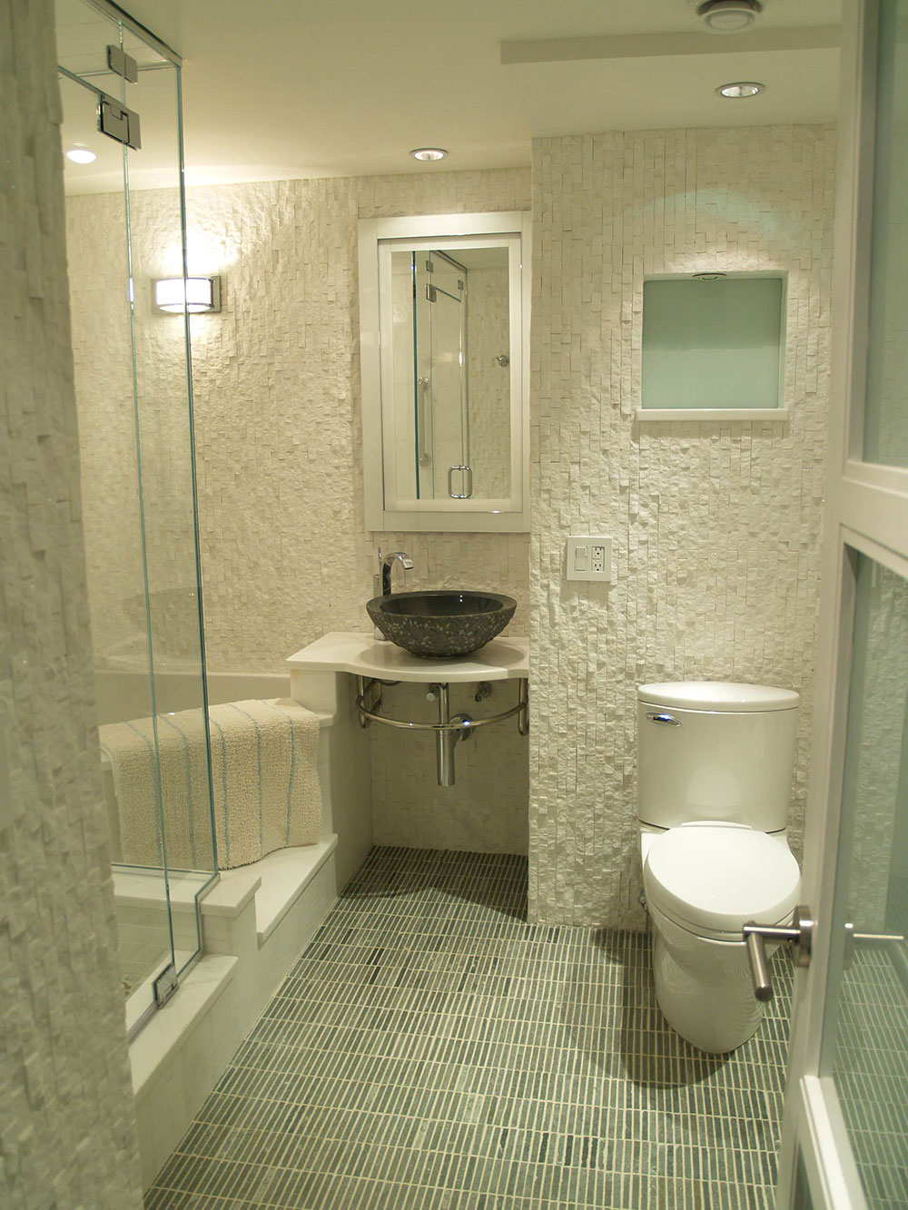 How To Make A Small Bathroom Look Bigger - Tips and Ideas How To Make A Small Bathroom Work on paint a bathroom, tank a bathroom, decorate a bathroom,