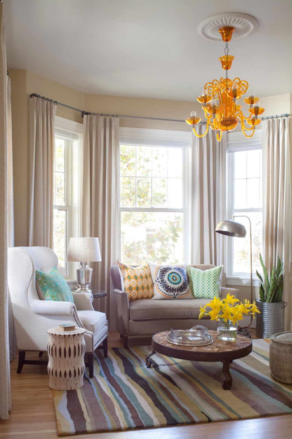 Homey Feelings With These Bay Window Decor 10