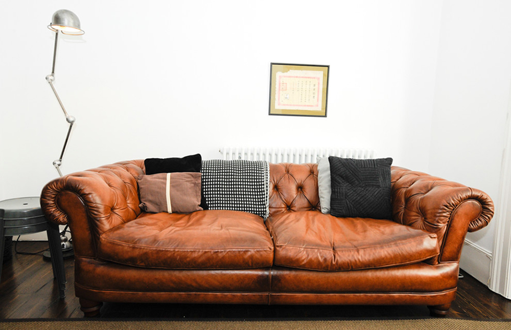 Chesterfield sofa leather velvet and modern examples