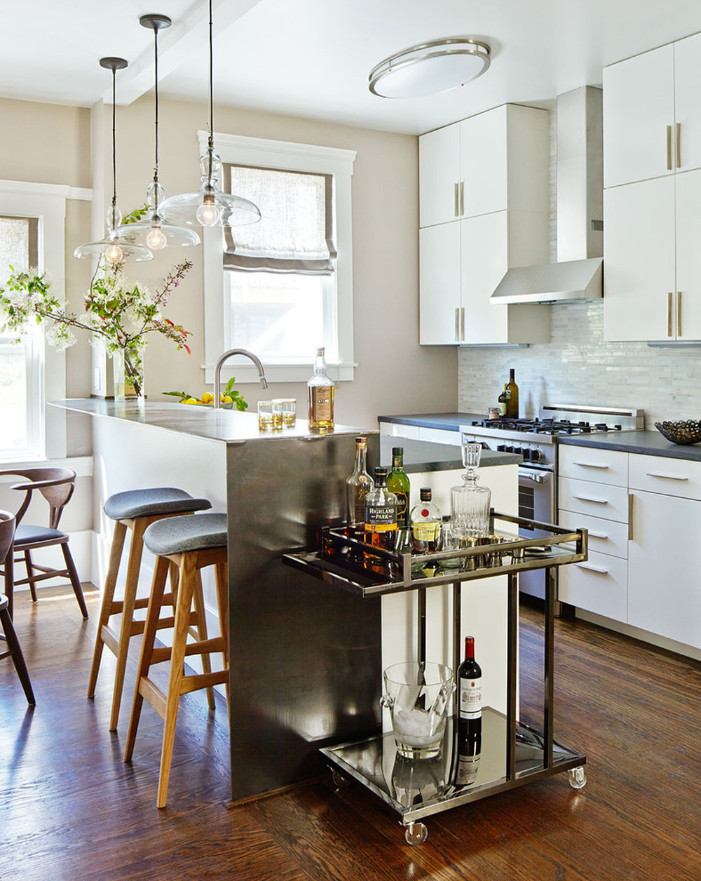 How to organize and decorate a small apartment kitchen