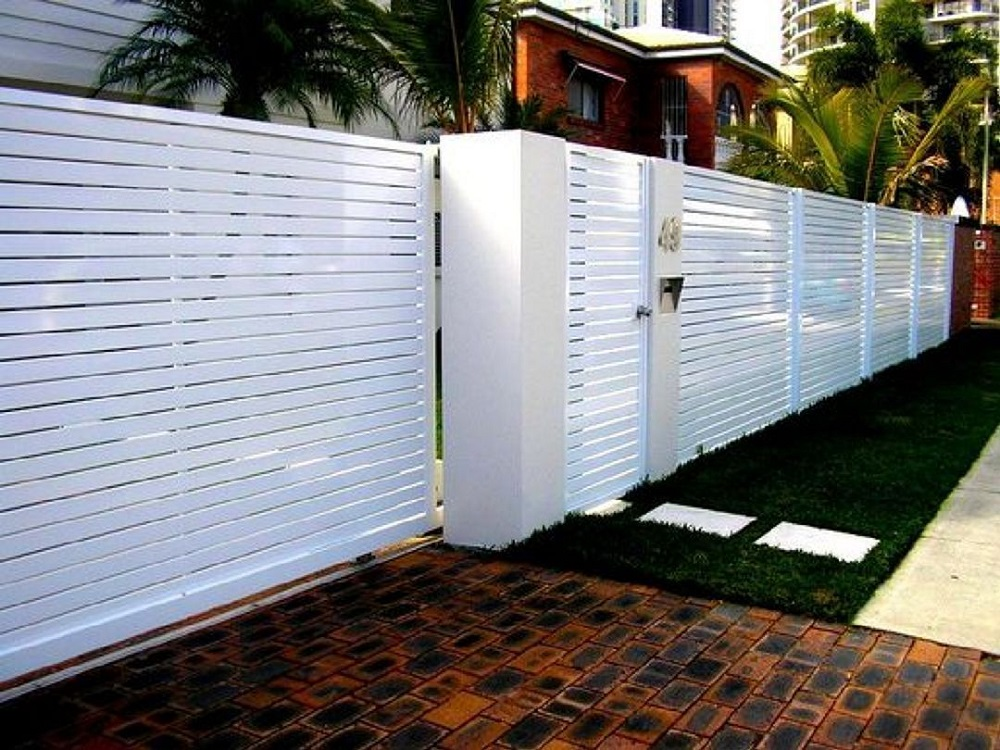 h14-1 Horizontal wood fence ideas that look stunning