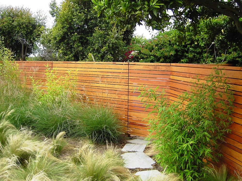 h17-1 Horizontal wood fence ideas that look stunning