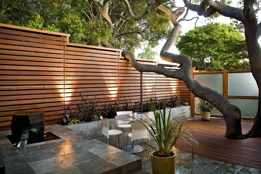 h2-1 Horizontal wood fence ideas that look stunning