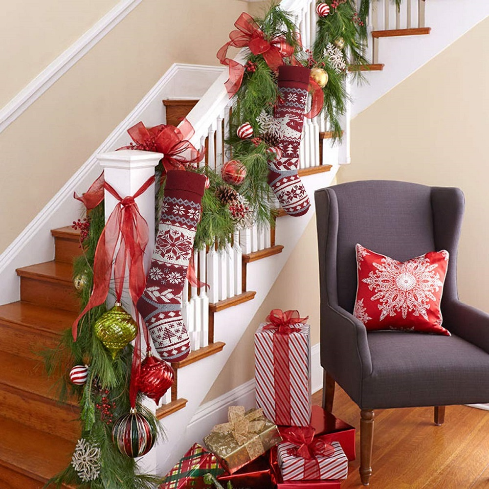 Awesome Christmas staircase decorating ideas you should