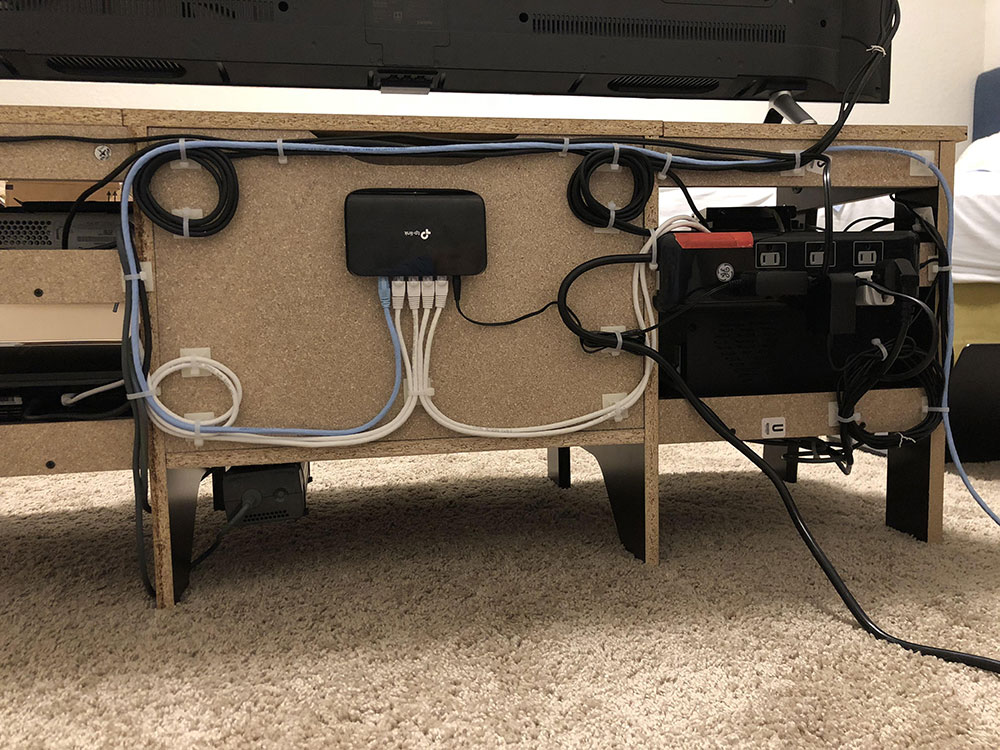 How to hide electrical cords in the living room (Quick tips)