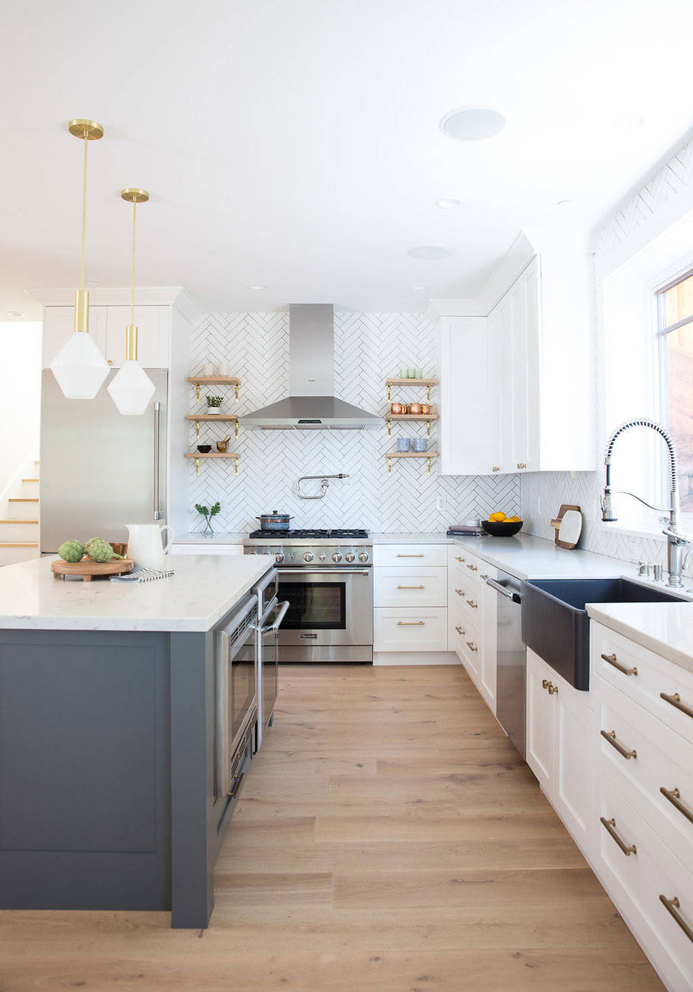 How much does it cost to paint kitchen cabinets? (Answered)